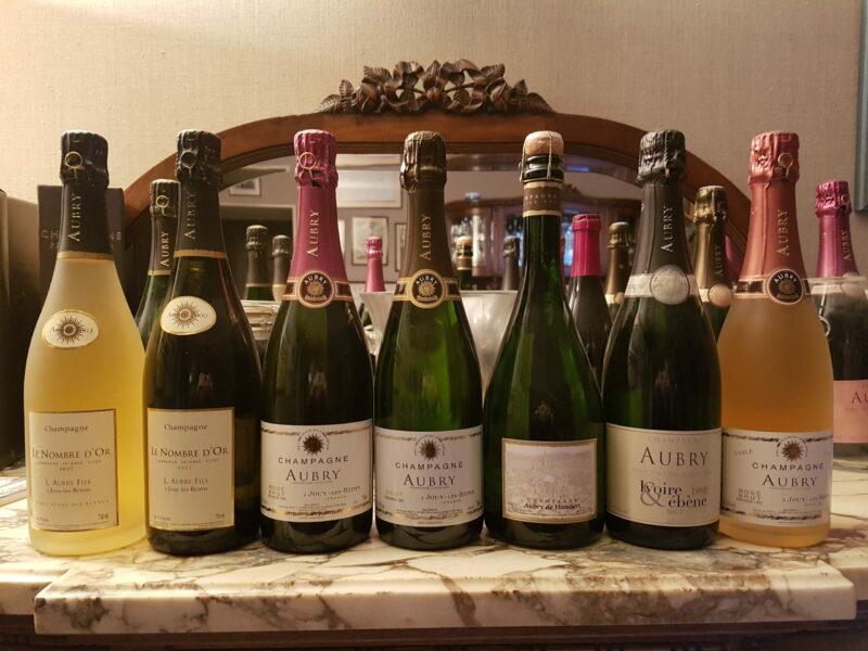 Une photo des bouteilles qui composent la gamme des champagnes Aubry