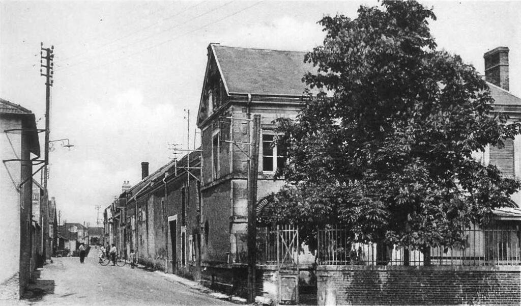 Une photo ancienne de la Grande Rue où se situe Champagne Aubry à Jouy-les-Reims